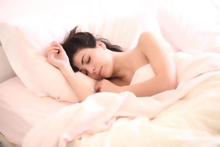 https://www.ragusanews.com//immagini_articoli/03-07-2020/dieta-i-cibi-che-conciliano-il-sonno-500.jpg