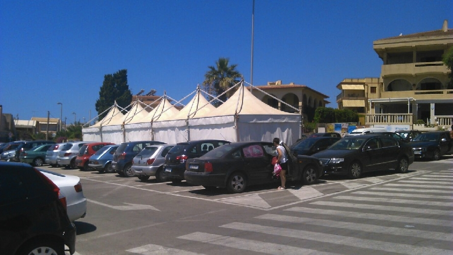 http://www.ragusanews.com//immagini_articoli/03-08-2014/polemica-sullo-street-food-a-marina-di-modica-500.jpg