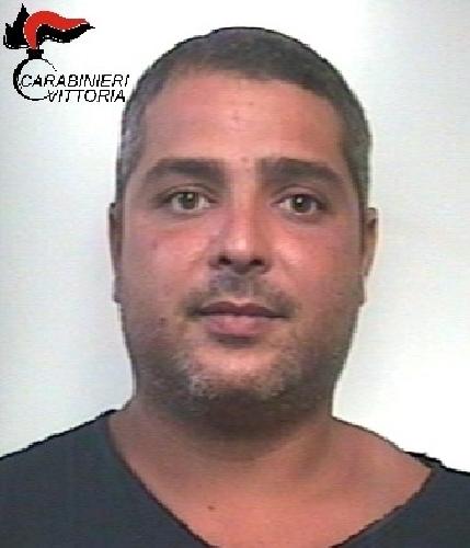 http://www.ragusanews.com//immagini_articoli/03-08-2017/rissa-lido-picchiato-bagnino-scoglitti-arrestato-gaetano-tonghi-500.jpg