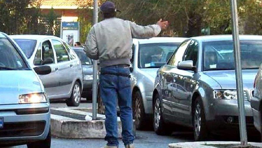 https://www.ragusanews.com//immagini_articoli/03-08-2018/catania-minacce-pagavi-arrestato-marocchino-parcheggiatore-abusivo-500.jpg