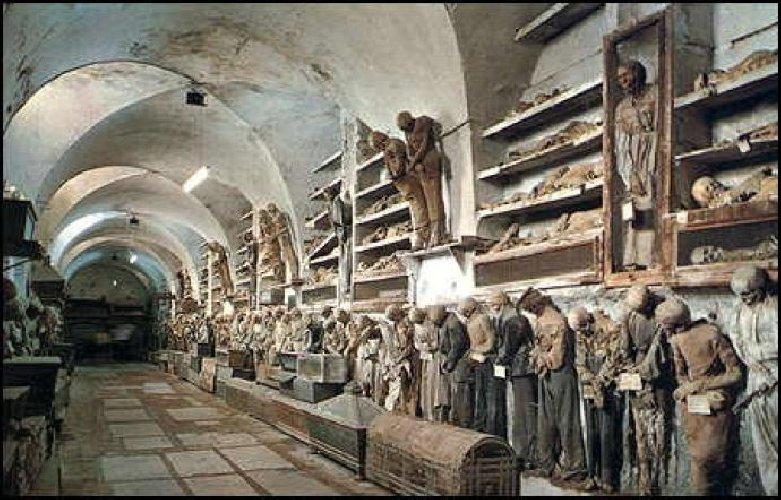 https://www.ragusanews.com//immagini_articoli/03-08-2018/scoperta-mummia-malattia-dita-ragno-500.jpg