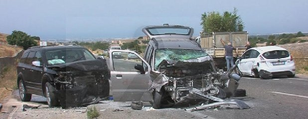 https://www.ragusanews.com//immagini_articoli/03-08-2019/1564846662-grave-incidente-elisoccorso-ragusa-marina-di-ragusa-1-240.jpg