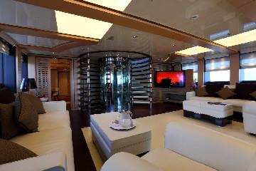 https://www.ragusanews.com//immagini_articoli/03-08-2020/1596452970-il-fascino-del-2-ladies-lo-yacht-che-ha-lasciato-a-bocca-aperta-i-ragusani-1-240.jpg