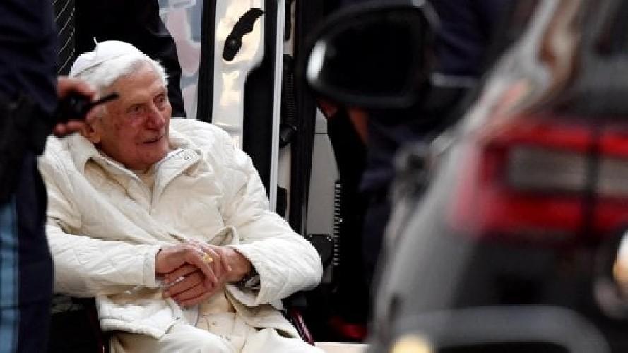 https://www.ragusanews.com//immagini_articoli/03-08-2020/papa-benedetto-ha-una-grave-infezione-al-viso-500.jpg