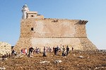 https://www.ragusanews.com//immagini_articoli/03-08-2020/rivive-la-fortezza-spagnola-sull-isola-di-capo-passero-100.jpg