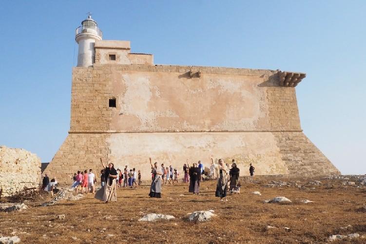 https://www.ragusanews.com//immagini_articoli/03-08-2020/rivive-la-fortezza-spagnola-sull-isola-di-capo-passero-500.jpg