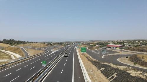 https://www.ragusanews.com//immagini_articoli/03-08-2021/1627986592-3-agosto-2021-il-giorno-della-vergogna-primo-metro-di-autostrada-a-ragusa-2-280.jpg