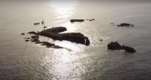 https://www.ragusanews.com//immagini_articoli/03-08-2021/isola-dei-porri-in-volo-col-drone-sopra-un-luogo-magico-video-280.jpg