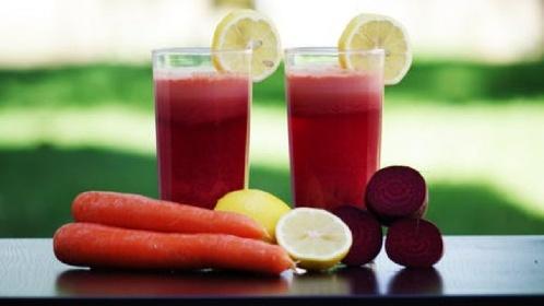 https://www.ragusanews.com//immagini_articoli/03-08-2021/la-dieta-idrica-per-sgonfiarsi-e-dimagrire-velocemente-280.jpg