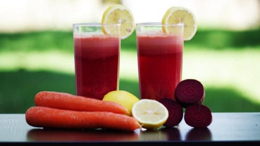 https://www.ragusanews.com//immagini_articoli/03-08-2021/la-dieta-idrica-per-sgonfiarsi-e-dimagrire-velocemente-500.jpg