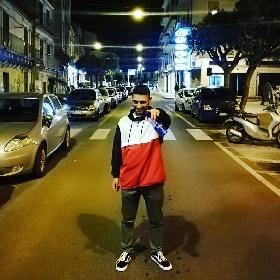 https://www.ragusanews.com//immagini_articoli/03-08-2021/nuovo-singolo-per-il-rapper-modicano-shebab-alias-lou-bandy-280.jpg