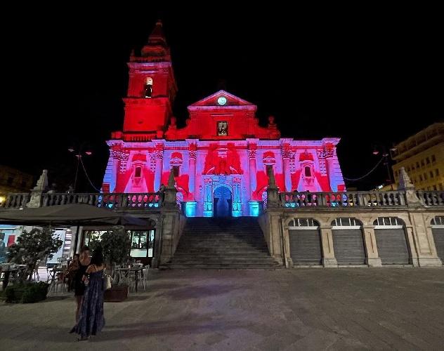 https://www.ragusanews.com//immagini_articoli/03-08-2021/ragusa-la-cattedrale-a-luci-rosse-che-divide-i-cittadini-500.jpg