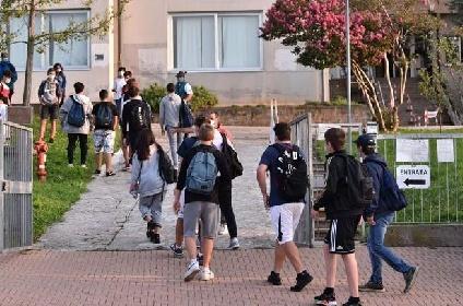 https://www.ragusanews.com//immagini_articoli/03-08-2021/troppi-ragazzi-infettati-a-un-mese-e-mezzo-dalla-riapertura-delle-scuole-280.jpg