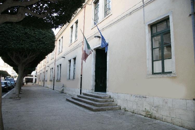 https://www.ragusanews.com//immagini_articoli/03-09-2013/dissequestrata-la-scuola-santa-marta-500.jpg