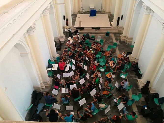 https://www.ragusanews.com//immagini_articoli/03-09-2018/chitarre-noto-concerto-500.jpg