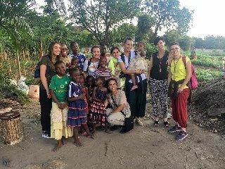 https://www.ragusanews.com//immagini_articoli/03-09-2019/1567519335-pozzallo-le-suore-in-missione-in-tanzania-2-240.jpg