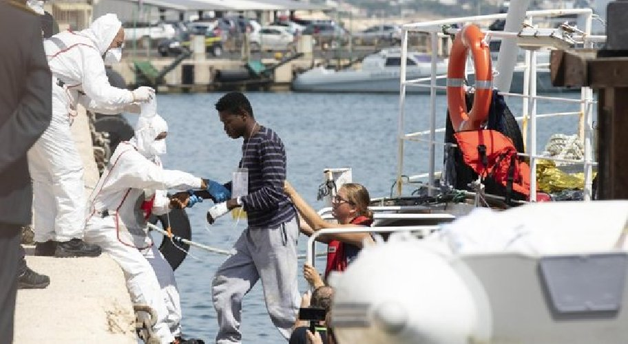 https://www.ragusanews.com//immagini_articoli/03-09-2019/pozzallo-arrestati-gli-scafisti-nave-eleonore-500.jpg
