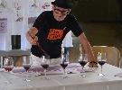 http://www.ragusanews.com//immagini_articoli/03-10-2015/a-modica-si-dipingono-i-quadri-col-vino-100.jpg