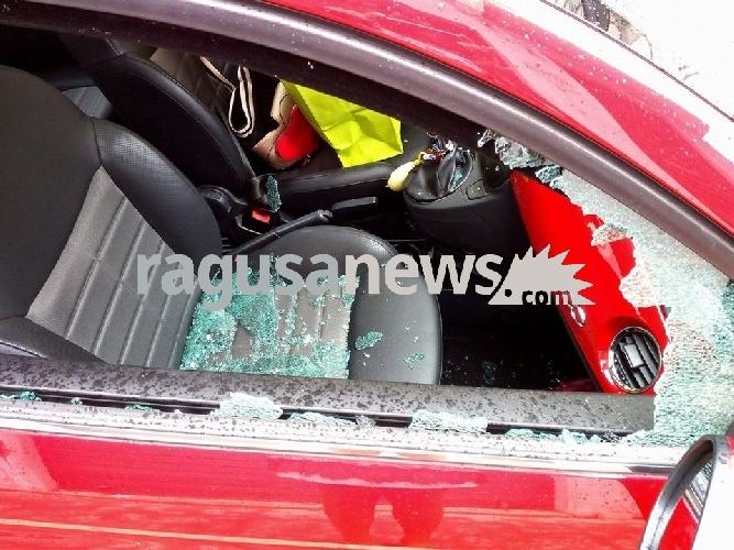 http://www.ragusanews.com//immagini_articoli/03-10-2017/atto-vandalico-danni-dellauto-mezzasalma-500.jpg