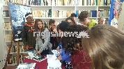 http://www.ragusanews.com//immagini_articoli/03-10-2017/grande-interesse-studenti-mostra-phil-stern-100.jpg