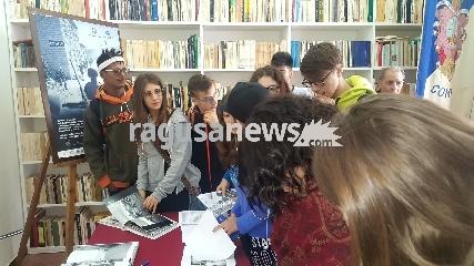 http://www.ragusanews.com//immagini_articoli/03-10-2017/grande-interesse-studenti-mostra-phil-stern-240.jpg