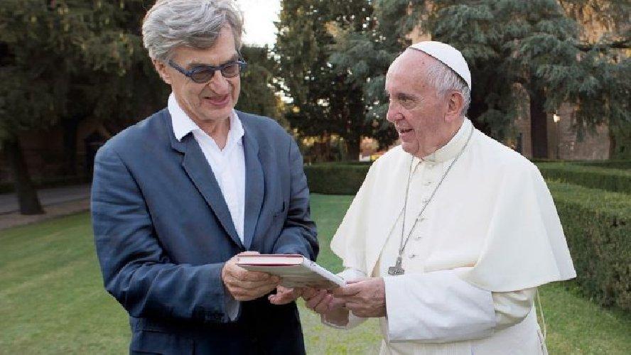 https://www.ragusanews.com//immagini_articoli/03-10-2018/wenders-presenta-film-papa-francesco-500.jpg
