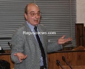 http://www.ragusanews.com//immagini_articoli/03-11-2011/pronto-soccorso-di-comiso-e-scicli-l-on-digiacomo-porta-il-caso-all-ars-240.jpg
