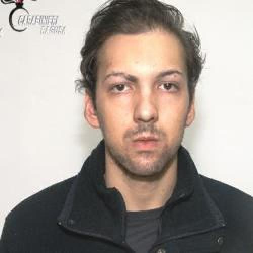 http://www.ragusanews.com//immagini_articoli/03-11-2015/droga-in-camera-da-letto-arrestato-valerio-cannizzo-500.jpg