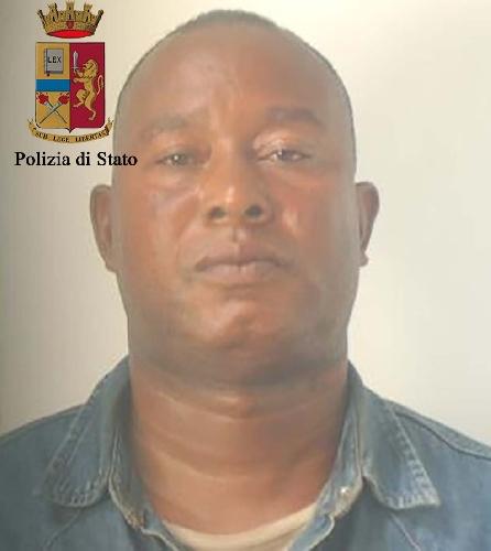 http://www.ragusanews.com//immagini_articoli/03-11-2017/ragusa-sfruttamento-prostituzione-tratta-umani-arresti-500.jpg