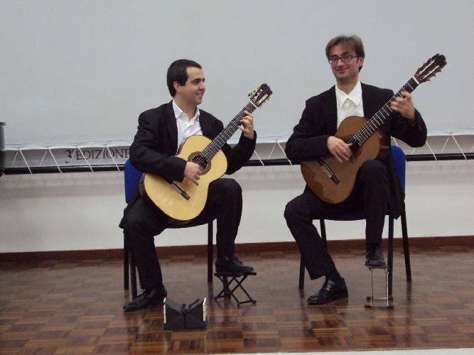 http://www.ragusanews.com//immagini_articoli/03-11-2017/roberto-salerno-marcello-cappellani-concerto-ragusa-500.jpg