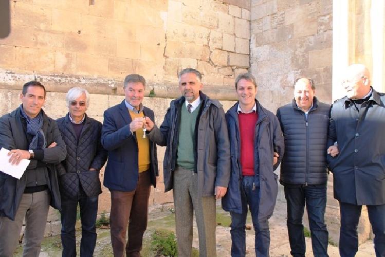 https://www.ragusanews.com//immagini_articoli/03-12-2015/il-convento-del-gesu-passa-al-comune-500.jpg