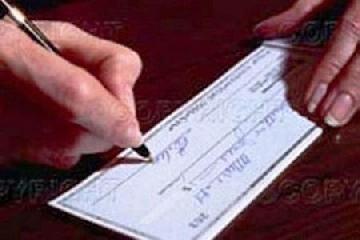 http://www.ragusanews.com//immagini_articoli/03-12-2015/prometteva-pensioni-di-invalidita-in-cambio-di-soldi-a-giudizio-240.jpg