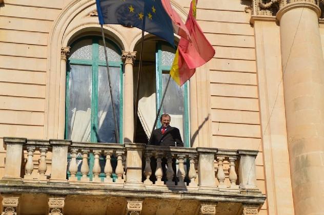 http://www.ragusanews.com//immagini_articoli/03-12-2016/si-scrive-giannone-si-legge-democrazia-420.jpg