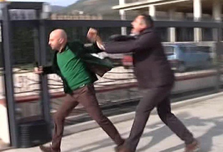 https://www.ragusanews.com//immagini_articoli/03-12-2018/carabinieri-arrestano-pozzallese-aggressione-minaccia-500.jpg