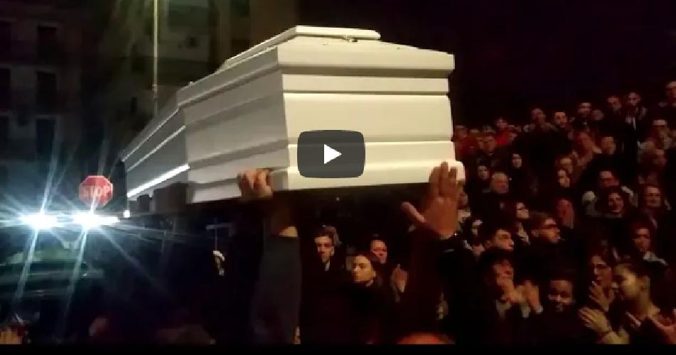 https://www.ragusanews.com//immagini_articoli/03-12-2018/celebrati-funerali-raffaele-morto-anni-infarto-500.png