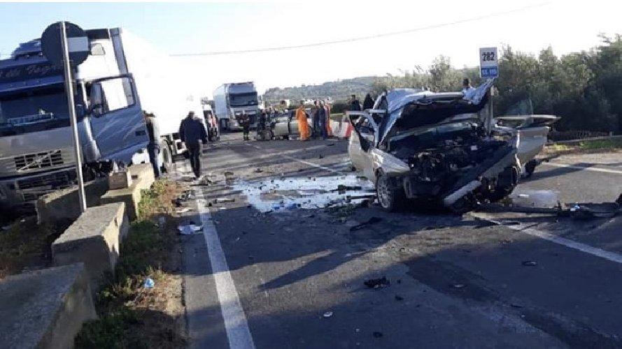 https://www.ragusanews.com//immagini_articoli/03-12-2018/incidente-feriti-gravi-vittoria-gela-500.jpg