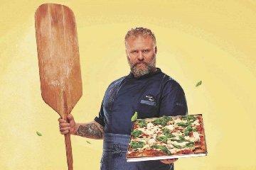 https://www.ragusanews.com//immagini_articoli/03-12-2019/dieta-bonci-fa-a-dimagrire-l-uomo-pizza-240.jpg