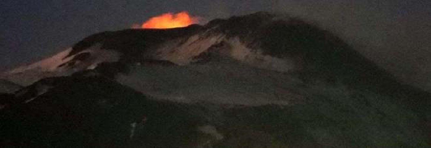 https://www.ragusanews.com//immagini_articoli/03-12-2019/l-etna-riprende-a-eruttare-la-terra-trema-500.jpg