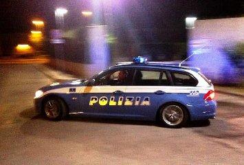 https://www.ragusanews.com//immagini_articoli/03-12-2019/polizia-lo-insegue-lui-scappa-l-auto-era-rubata-240.jpg