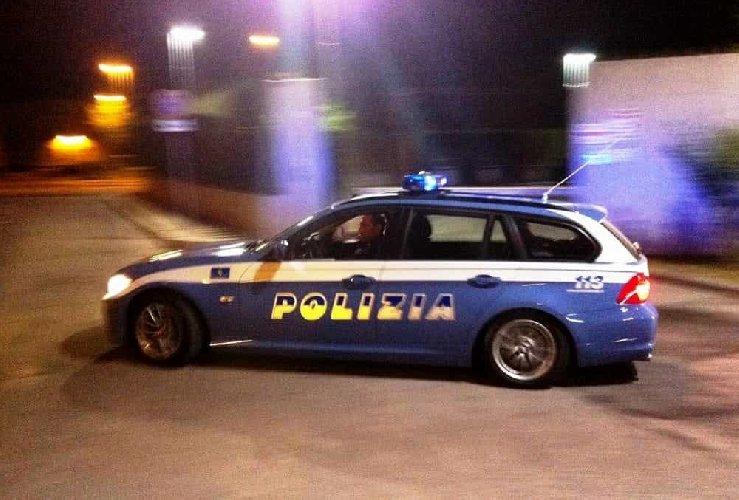 https://www.ragusanews.com//immagini_articoli/03-12-2019/polizia-lo-insegue-lui-scappa-l-auto-era-rubata-500.jpg
