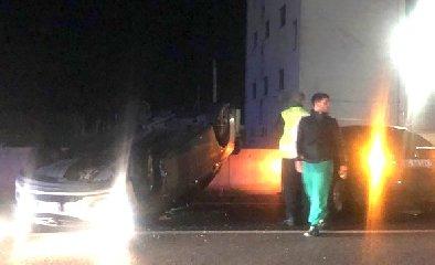 https://www.ragusanews.com//immagini_articoli/03-12-2019/scontro-fra-due-auto-una-cappotta-240.jpg