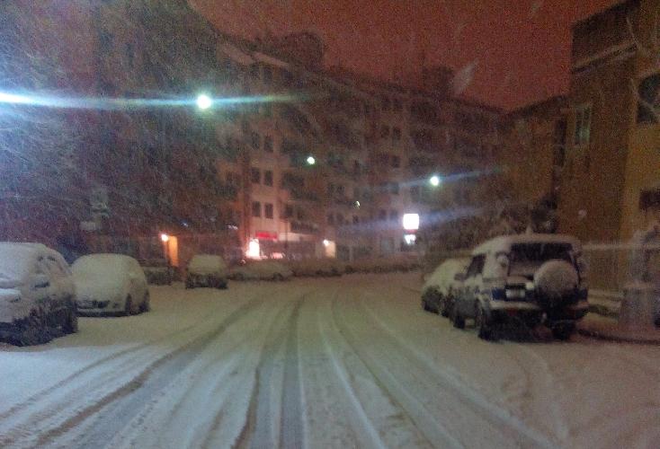 http://www.ragusanews.com//immagini_articoli/04-01-2015/neve-bambino-tratto-in-salvo-da-polizia-500.jpg