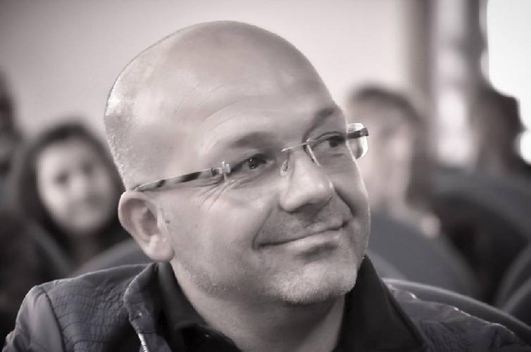 http://www.ragusanews.com//immagini_articoli/04-01-2016/sergio-dangelo-vince-un-premio-di-poesia-500.jpg