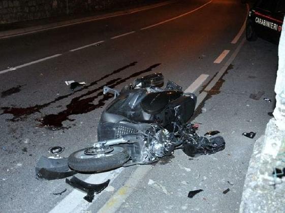 http://www.ragusanews.com//immagini_articoli/04-01-2017/incidente-scooter-camion-vecchio-mulino-420.jpg