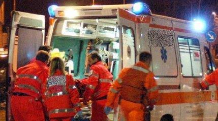 http://www.ragusanews.com//immagini_articoli/04-01-2018/ambulanza-morte-sospettato-240.jpg