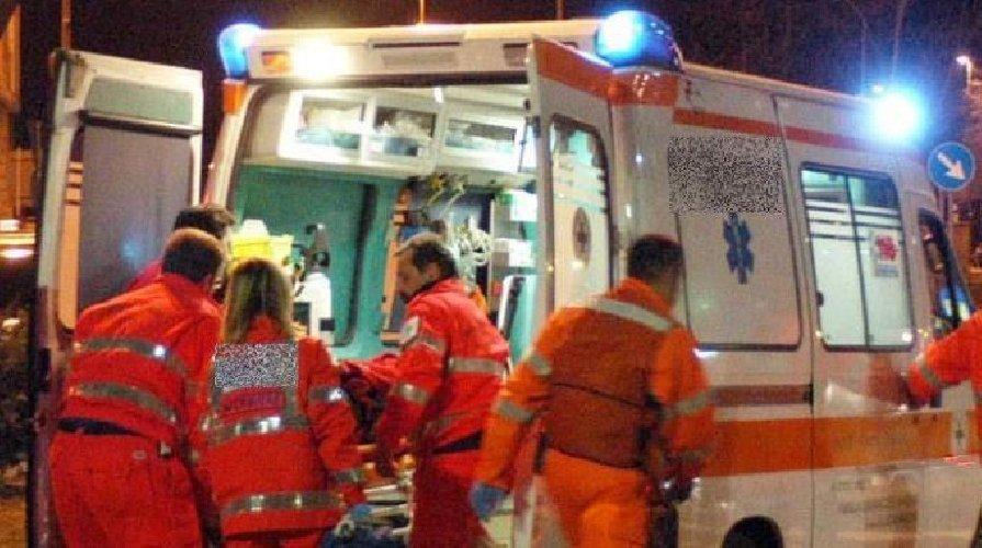 http://www.ragusanews.com//immagini_articoli/04-01-2018/ambulanza-morte-sospettato-500.jpg