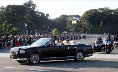 https://www.ragusanews.com//immagini_articoli/04-01-2020/1578170901-sono-io-la-macchina-imperatore-giappone-1-240.jpg