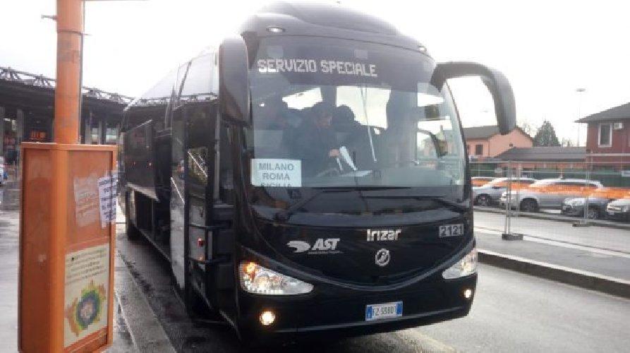 https://www.ragusanews.com//immagini_articoli/04-01-2020/bus-sicilia-il-caro-voli-da-le-prime-corse-500.jpg