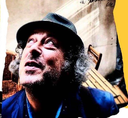 https://www.ragusanews.com//immagini_articoli/04-01-2020/teatro-a-san-valentino-carmelo-chiaramonte-cucina-l-amore-500.jpg