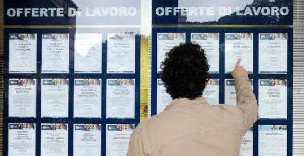 https://www.ragusanews.com//immagini_articoli/04-01-2021/record-di-cassa-integrazione-a-ragusa-7-531-senza-eguali-sull-isola-500.jpg